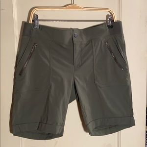 Athleta Trekkie Bermuda short NEW w/o tags